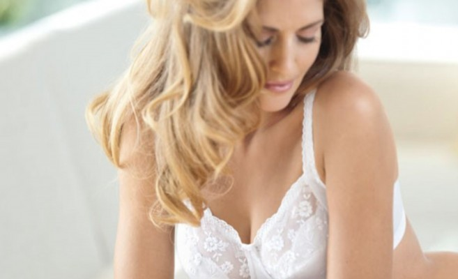 How to Buy Lingerie for a Woman